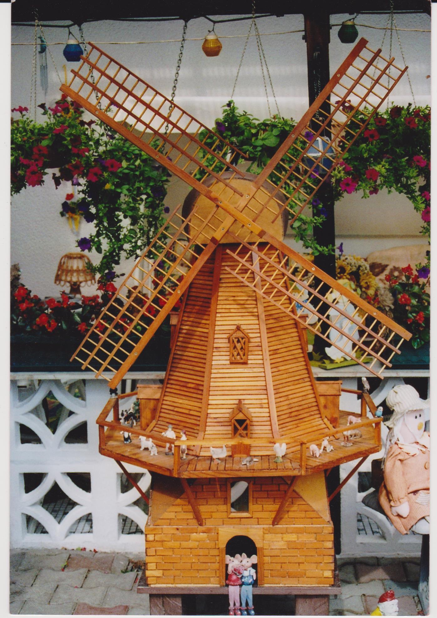 Windmühle aus Lärchenholz 001